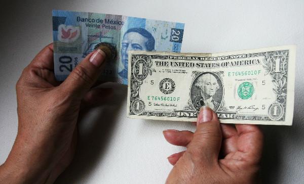 Dólar se vende en 20.86 pesos promedio, en terminal aérea capitalina