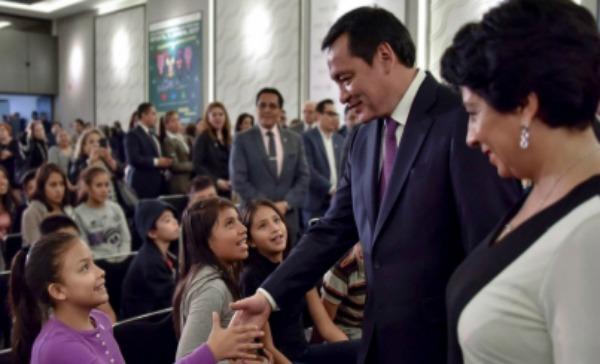 Osorio Chong urge a cerrar filas contra abuso infantil y embarazo adolescente